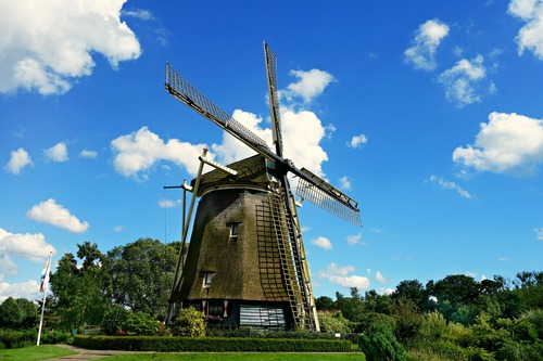 Traditionele windmolen  - werken in Nederland
