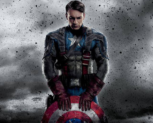 Captain America holding his shield in The Avengers End Game