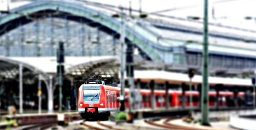 Bahnhof Köln - Leben und Arbeiten in Deutschland