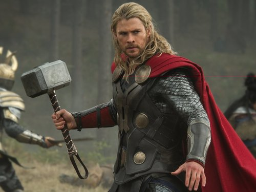 Thor holding his hammer in The Avengers End Game