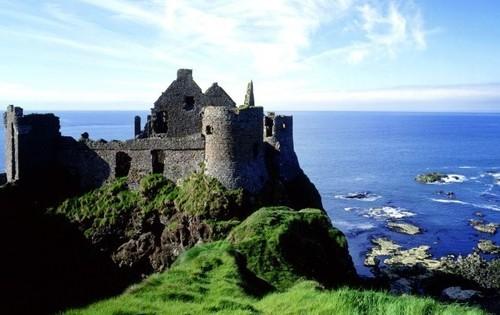 Overblijfselen van een kasteel - werken in Ierland