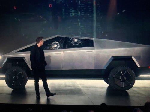 Elon Musk breaks car window