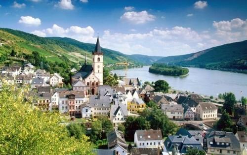 Dorp aan de rivier - werken in Duitsland