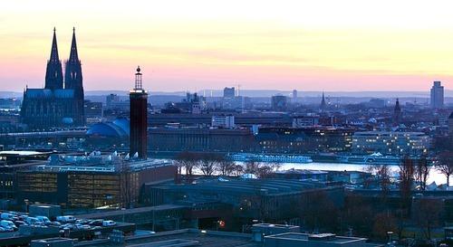 Stad in avondrood - werken in Keulen