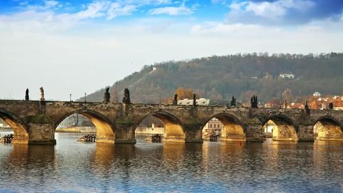 Charles Bridge in Prag - Leben und Arbeiten im Ausland