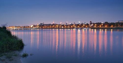 Warschau bei Nacht - Leben und Arbeiten in Polen