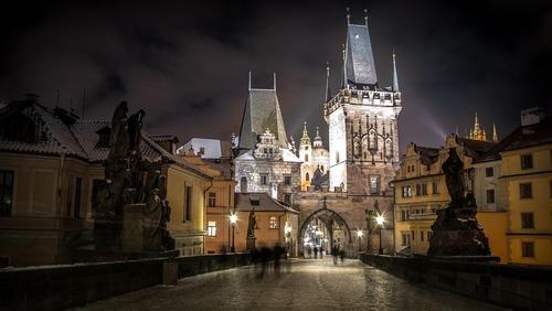 Praag bij nacht - werken in Praag