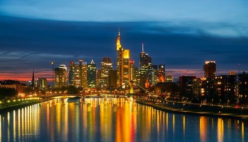 Nachtleben in Frankfurt - Leben und Arbeiten in Deutschland